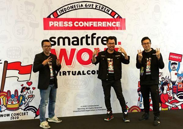 Dari kiri, Indra Yudhistira (Direktur Indonesia Entertainment Grup -IEG), Djoko Tata Ibrahim (Deputy CEO Smartfren), dan Roberto Saputra (Chief Brand Officer Smartfren).