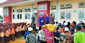 SKK Migas - Jindi South Jambi Berikan Perlengkapan Salat untuk Ponpes Darul Hijrah