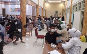 Hujan, Antusias Warga Tetap Tinggi untuk Vaksin di Balai Prajurit