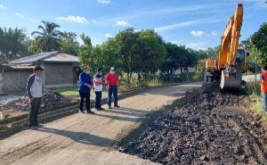 Gubernur Tinjau Perbaikan Jalan Pulau Rengas-Muarasiau