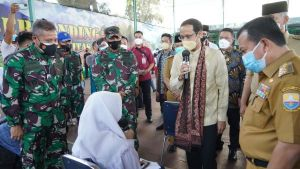 Nadiem  Makarim Tinjau Vaksinasi Pelajar di Makorem Jambi
