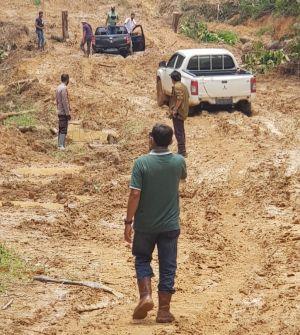 Pertamina Dukung Upaya Pemadaman Kebakaran Sumur Minyak Ilegal di Jambi